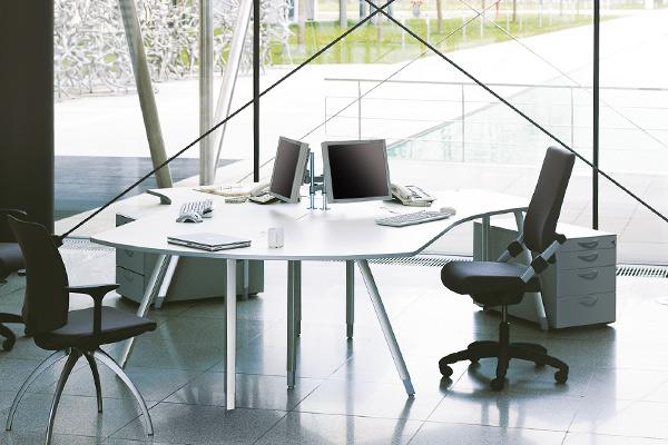Individuelle Büromöbel der Seria GO²shape