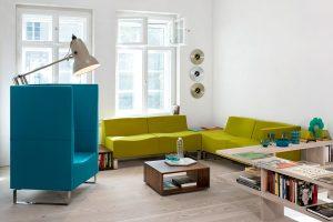 Bunte Büro Lounge von LEUWICO Österreich