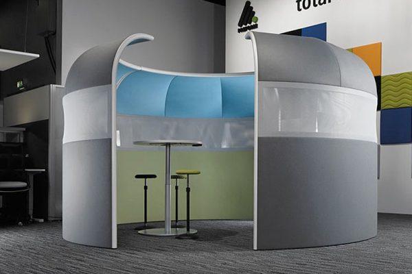 Leuwico-Akustikloesung-Meeting-Besprechungsinsel